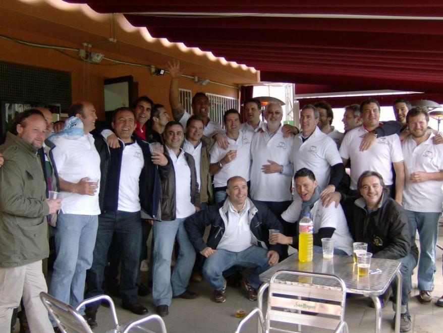 Parte de la plantilla del M.A.R.U Campeona de Liga en 2002