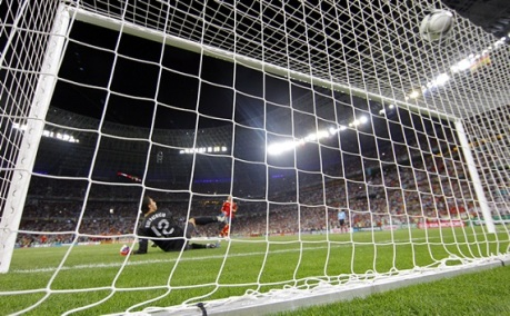 Sergio-Ramos-convierte-penalti-frente-Portugal-semifinales-Eurocopa