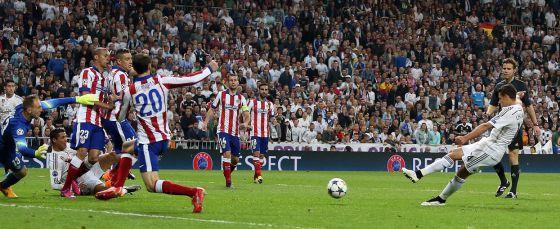 Chicharito marca el gol de la victoria de Real Madrid en el 87`